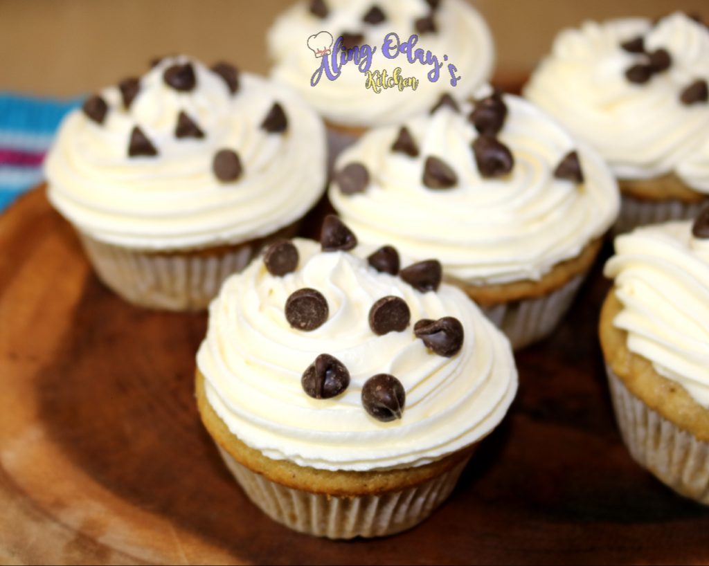 how to make banana muffin with cream cheese frosting